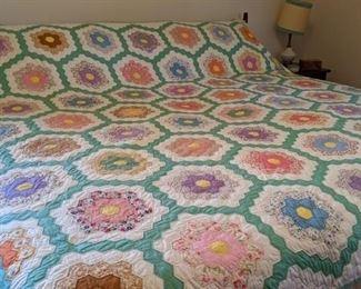 Beautiful hand made quilt - Grandmother's Flower Garden
