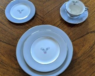 8 place settings Syracuse fine china Coronet 44 pieces