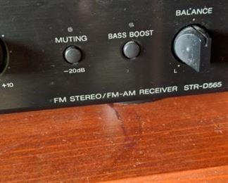 Sony FM stereo/FM-AM receiver STR-D565 Sounds fabulous!