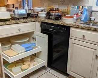 Tupperware and various kitchenware