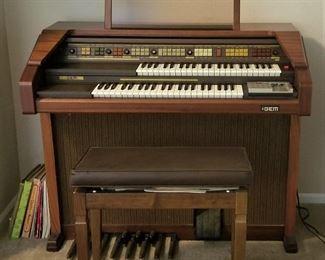 Wonderful Vintage Organ.