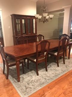 Bassett - Dining table, 6 chairs and hutch