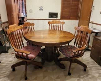 SOLID OAK ROUND TABLE WITH LION LEGS AND 4 ROLLER MATCHING CHAIRS