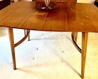 Mid-Century dining table with 2 leaves