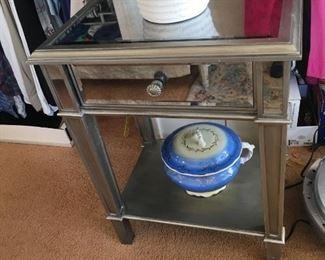 Mirrored stand