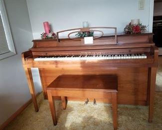 Hallett Davis & Co. Piano.  Great condition