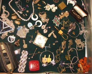 Costume jewelry, vintage dreidels
