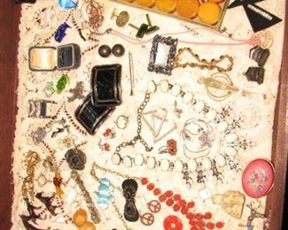 Vintage bakelite, Vintage costume jewelry