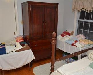 linens - tableclothes, placemats, napkins, sheet sets, entertainment cabinet/wardrobe
