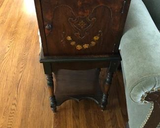 LOVELY WOOD ANTIQUE HUMIDORS