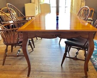Ethan Allen Wood dining table seats up to 10 (2 leaves included), 4 Windsor bowback chairs
