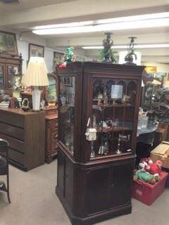 A nice display cabinet.