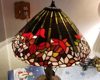large stain glass tree design lamp