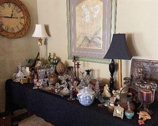 Lots of beautiful decorator items.