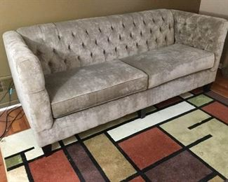 ''Vie Boutique'' Modern Tufted Couch https://ctbids.com/#!/description/share/289233