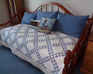 day bed ... trundle?