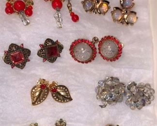 500+ Pieces of jewelry - prices range from $10ea on up...willing to negotiate lot prices..all chains are 14k Gold filled.