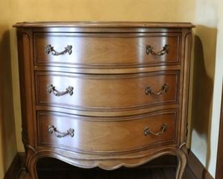 3 drawer dresser 19d x 32h x 35d