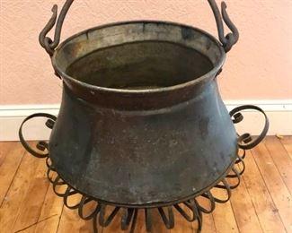 Antique Copper Pot https://ctbids.com/#!/description/share/292015