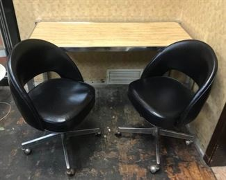 Work Table and Chairs https://ctbids.com/#!/description/share/292031