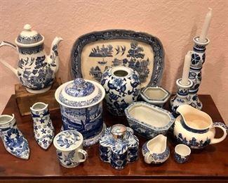 Vintage Blue/White Porcelains https://ctbids.com/#!/description/share/291997