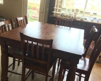 Pub table w/6 Chairs
