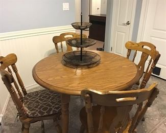 heavy solid wood kitchen set with 4 chairs that comes with 2 leafs