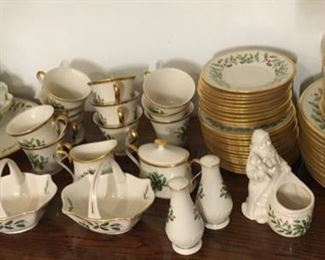 Great set of Lenox....just in time!