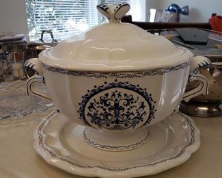 Gien tureen and underplate