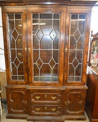 Buffet with leaded glass