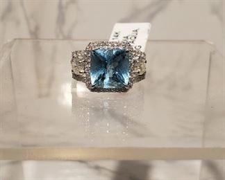 14KT GOLD AQUAMARINE AND DIAMOND RING. MINIMUM RESERVED BID: $ 950.00. ESTIMATED RETAIL REPLACEMENT VALUE: $ 6,780.00