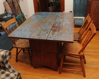 PAINTED  ANTIQUE FARMHOUSE PINE HUTCH TABLE BENCH SEAT + 4 PLANK BOTTOM CHAIRS