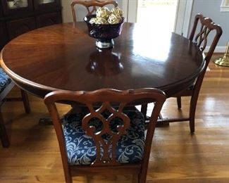 Round pedestal table with 4 chairs