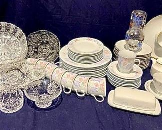 Variety of Dishes & Serving Pieces https://ctbids.com/#!/description/share/292724