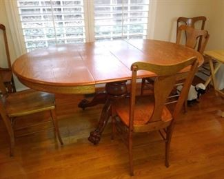 Oak Claw foot round table with 2 leaves