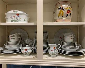 Berry Haute Porcelaine China Set