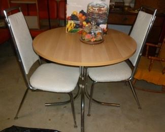 Cute small table & chairs