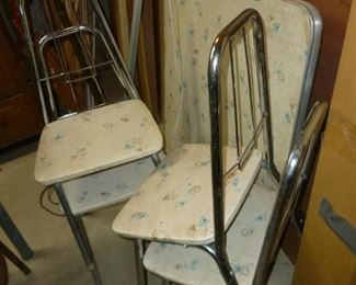 Coolest vintage childs table & chairs