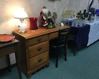 Desk, lamps