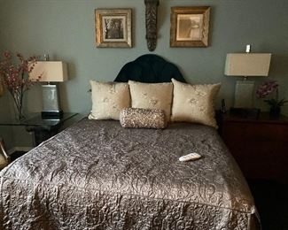 Tempurpedic queen size bed in fantastic condition