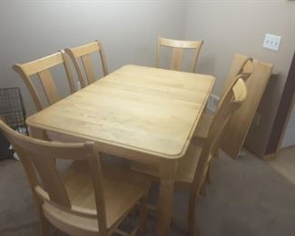 Beautiful solid maple dining room table.