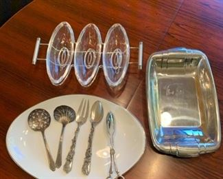 Serving platters and Silverplate Serving Utensils https://ctbids.com/#!/description/share/293111