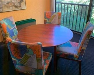 Dining table and chair set https://ctbids.com/#!/description/share/293082