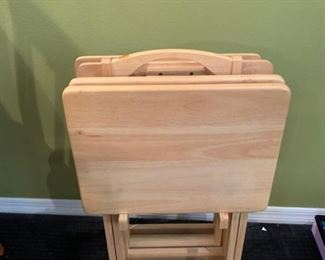 Set of four TV trays and stand https://ctbids.com/#!/description/share/293117