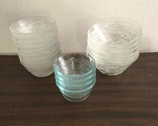 Assorted Glass Bowls https://ctbids.com/#!/description/share/294839