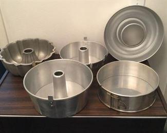 Baking Pans https://ctbids.com/#!/description/share/294803