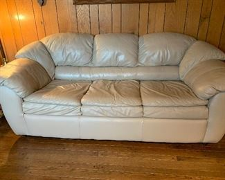 OFF SITE location and selling with a leather chair.  Its a very nice set in great condition!!! Set   $550 CASH
