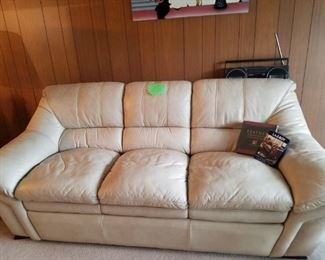 90 inch leather sofa in good condition (leather cleaner incl)
