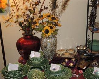 Large urns and floral, San Raphael Bordallo Pinhero
