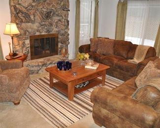 Wonderful Family Room!!